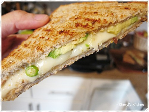 Thick layer of Swiss cheese and avocado, with a dash of green chillies (love that spicy surprise in a panini).