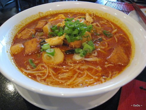 Curry Laksa (Vermicelli served with chicken, fish ball, fried tofu, bean sprouts in coconut curry broth) It's so good!