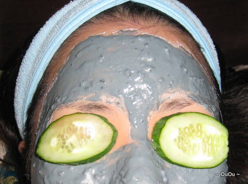 Placing a cucumber slice over the eyes not only soothes them, but also reduces swelling.